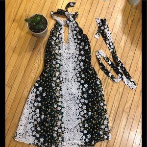 Dresses & Skirts - Size M beautiful open back dress